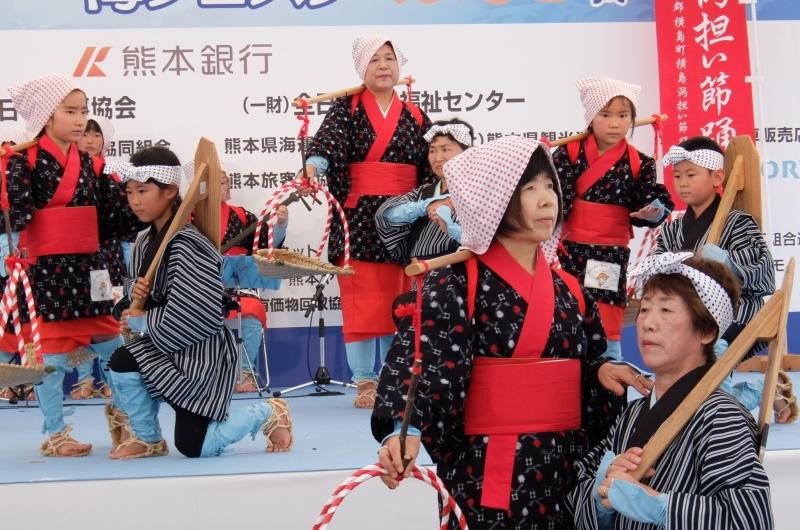 横島潟担い節保存会のステージ写真