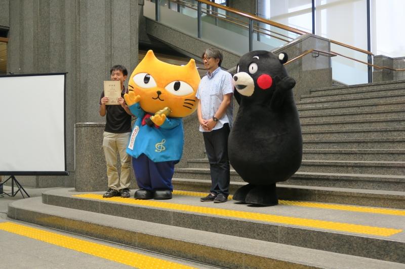 くまモンと小山薫堂さんと記念撮影