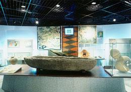 舟形石棺の画像